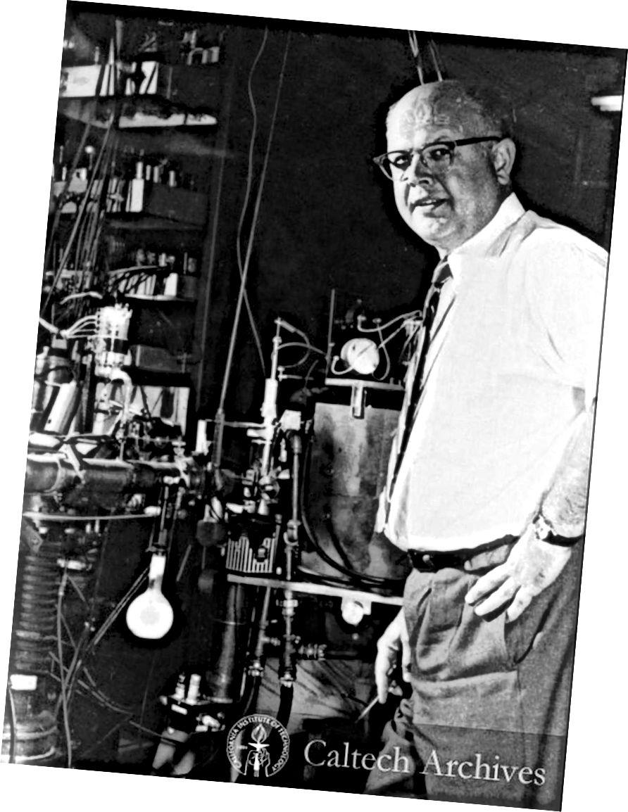 Willie Fowler WK Kellogg radiācijas laboratorijā Kaltehā, kas apstiprināja Hoilas štata un trīskāršās alfa procesa esamību. Attēla kredīts: Caltech Archives.