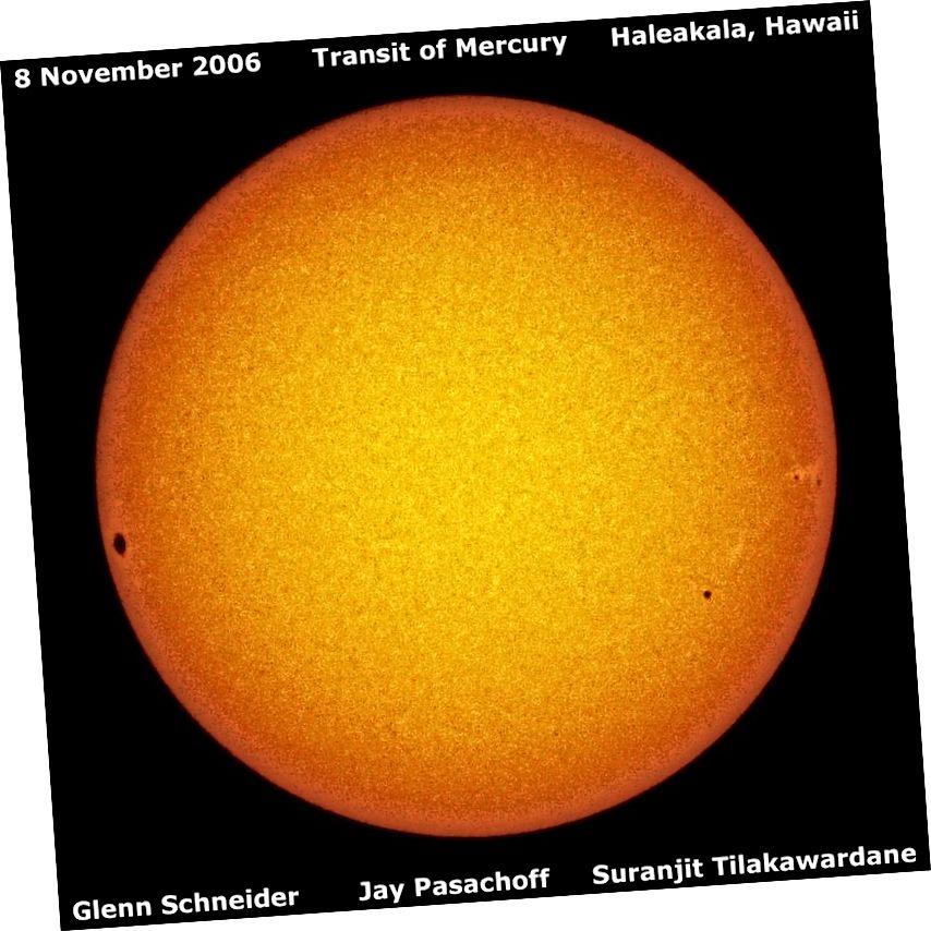У 2006 годзе Меркурый транзітаваў праз Сонца, але вялікая пляма, заўважаная на дыску Сонца, фактычна знізіла светлавы выход на большы каэфіцыент. Назіраючы месцазнаходжанне сонечных плям, якія рухаюцца з цягам часу, мы вызначылі, што Сонца дэманструе дыферэнцыяльнае кручэнне: экватар і полюсы займаюць ад 25 да 33 зямных дзён, каб зрабіць поўны абарот. (WILLIAMS COLLEGE; GLENN SCHNEIDER, JAY PASACHOFF, SURANJIT TILAKAWARDANE)