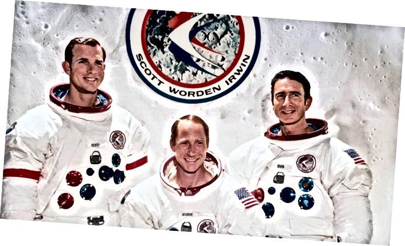 Clé go deas: James B. Irwin, Al Worden, David R. Scott— Creidmheas: NASA