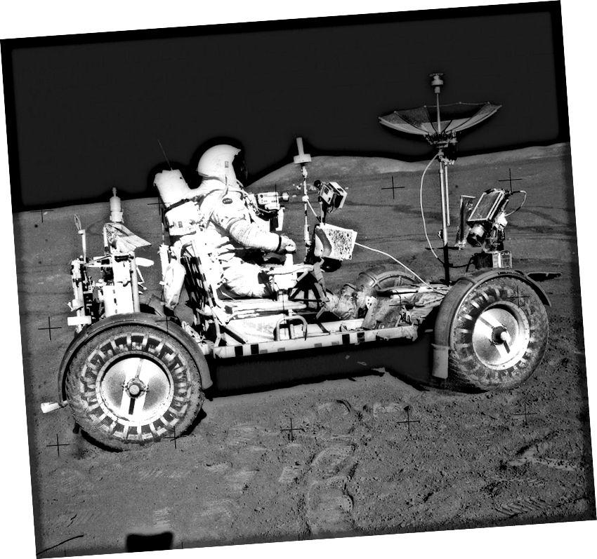 """Feithicil Roving Lunar, Misean Apollo 15"" - Creidmheas: NASA"