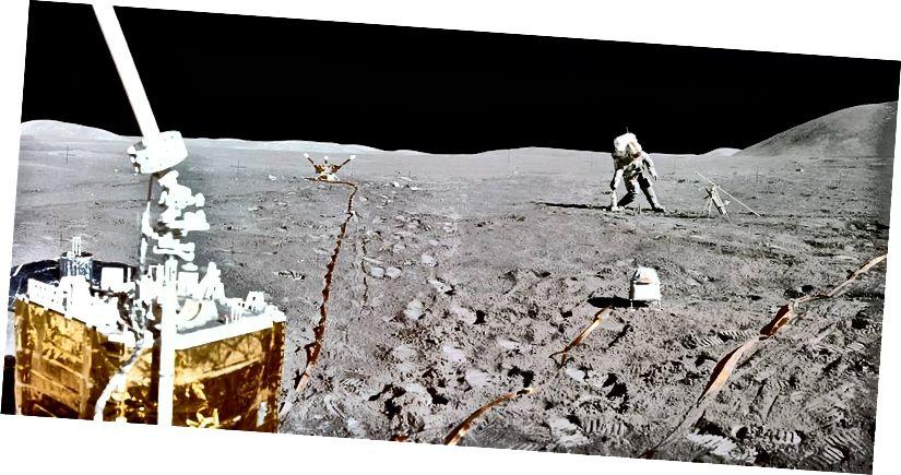 """""""1 Lúnasa, 1971 - An Dara Apollo 15 Moonwalk"""" - Creidmheas: NASA"""