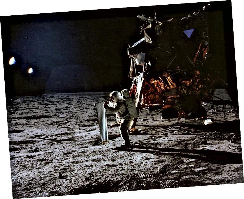 Մենք նույնպես երբեք չէինք ունենա Լուսնի վայրէջքներից որևէ մեկը: Սա Buzz Aldrin- ն է, որը ստեղծում է «Արևային քամի» փորձը ՝ Ապոլոնի 11. մասի համար: Պատկերային վարկ. NASA / Apollo 11: