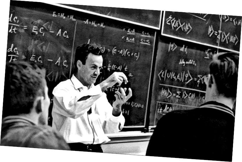 Richard Feynman ag léachtóireacht i 1963 (Grianghraf: Cartlann Caltech)