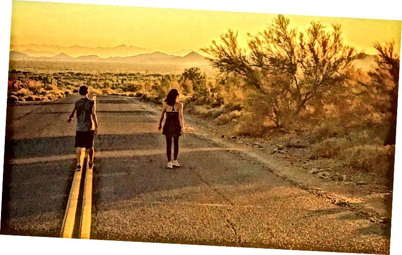Ist der Weg zum Glück mit… Pflaster gepflastert? Ein bisschen Laufen scheint sicherlich zu helfen. Aber eine gute Laune tut nicht weh. Foto von Robert Roy Britt