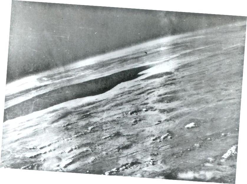 Prvi fotogram (1946.) zakrivljenosti Zemlje, gledano iz raketa koje je lansirao čovjek. Kreditna slika: Vojska SAD-a, Pomorska baza White Sands, New Mexico.