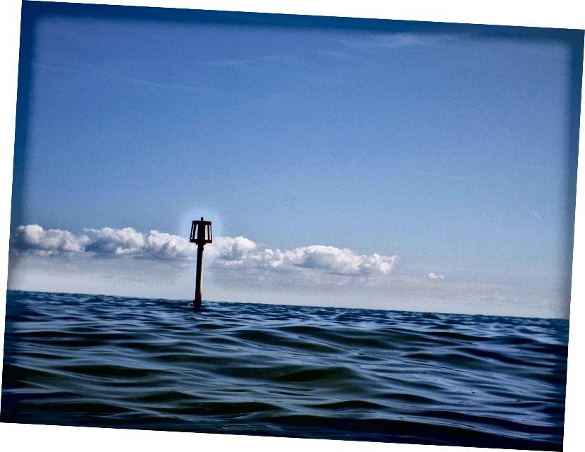 Što dalje od lebdećeg objekta stignete, to se bliži horizontu. U nekom će trenutku preći horizont, a donji će se dio blokirati. To se događa na većoj udaljenosti kod viših pojedinaca. Kreditna slika: Nick Page / flickr.