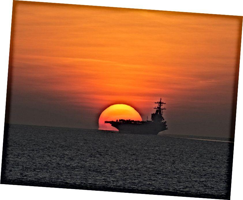 Ne treba biti plutača, ali kada se dno objekta pojavi vidljivo pravo na oceanskom horizontu, ta udaljenost i visina vaših očiju omogućit će vam da izračunate veličinu Zemlje. Kreditna slika: skeeza Pixabaya.