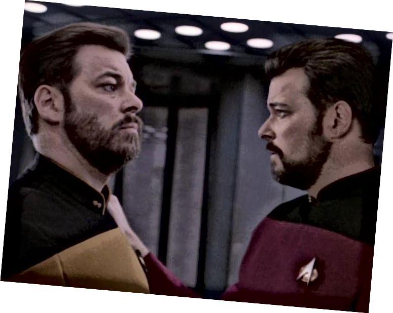 """Tom ja Will Riker, kloonitud samast transporditud koopiast, kohtudes üksteisega episoodis """"Second Chances"""". Kujutise krediit: Star Trek: The Next Generation, läbi Memory Alpha kasutaja ThomasHL."""