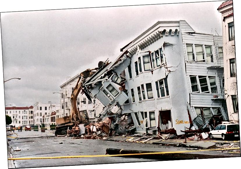 Das Erdbeben von 1989 in San Francisco, dessen Epizentrum sich in Loma Prieta befand, tötete 57 Menschen und verursachte Sachschäden in Höhe von über 5 Milliarden US-Dollar, einschließlich des oben gezeigten eingestürzten Gebäudes. Obwohl San Francisco und viele andere Städte in Kalifornien in Zukunft mit Sicherheit ähnliche Beben erleben werden, wurde nur sehr wenig in Bezug auf die von USGS empfohlenen Vorschriften für Bau- und Aufenthaltsbeschränkungen umgesetzt. (JONATHAN NOUROK / AFP / GETTY IMAGES)