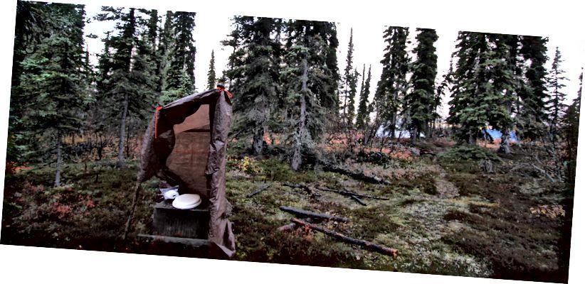Капацца яно не збіраюся. Прыбіральня ў лагеры на аддаленай Алясцы.  USFWS / Катрына Лібіч