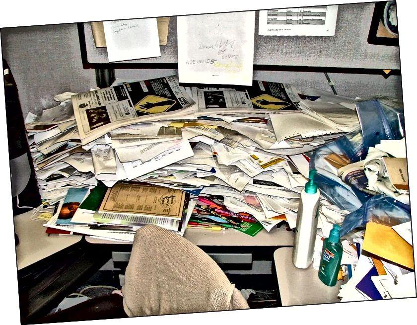 Ein Schreibtisch in einem Zustand maximaler Entropie. (Quelle)