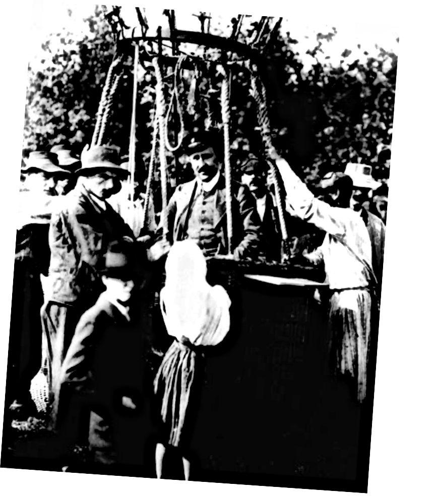 Victor Hess në eksperimentin e tij të ngjyrosur me balona, rrezet kozmike. Kredia e figurës: Shoqëria Fizike Amerikane.