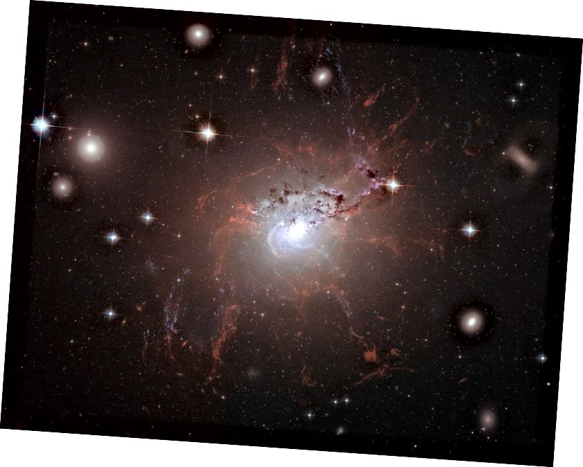 Galaxy NGC 1275, siç u shpreh nga Hubble. Kredia e figurës: NASA, ESA, Hubble Heritage (STScI / AURA).