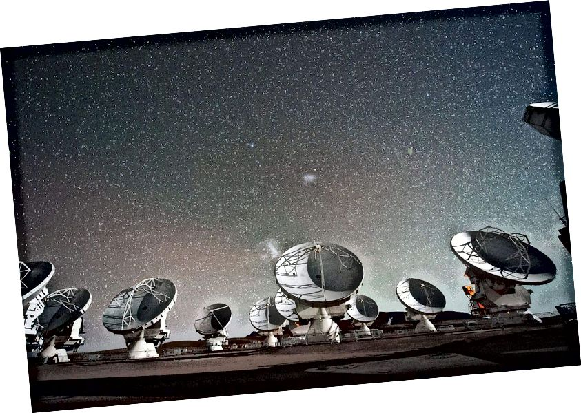 Veliki milimetarski niz Atacama (ALMA) neki su od najmoćnijih radio teleskopa na Zemlji. Ovi teleskopi mogu mjeriti dugovječne potpise atoma, molekula i iona koji su nepristupačni teleskopima manje valne duljine poput Hubblea, ali također mogu mjeriti detalje protoplanetarnih sustava i, potencijalno, vanzemaljskih signala, koje čak ni infracrveni teleskopi ne mogu vidjeti. (ESO / C. Malin)