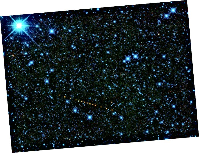 Jest to zbiór zdjęć ze statku kosmicznego WISE asteroidy 2305 King, nazwanego na cześć Martina Luthera Kinga Jr. Asteroida pojawia się jako ciąg pomarańczowych kropek, ponieważ jest to zestaw ekspozycji, które zostały dodane, aby pokazać jego ruch po niebie. Te obrazy w podczerwieni zostały oznaczone kolorami, abyśmy mogli je dostrzec ludzkim okiem: 3,4 mikrona jest przedstawione jako niebieskie; 4,6 mikrona jest zielone, 12 mikronów jest żółte, a 22 mikrony jest pokazane na czerwono. Na podstawie danych WISE możemy obliczyć, że asteroida ma średnicę około 12,7 kilometrów, z 22% współczynnikiem odbicia, co wskazuje na prawdopodobny skład kamienisty (NASA)