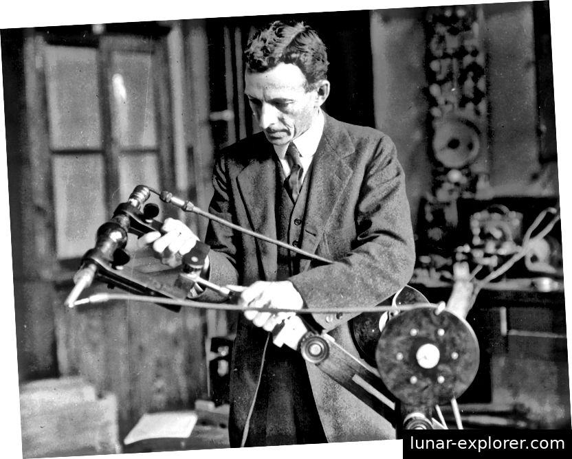 William Coolidge erfand das, was als moderne Röntgenröhre gilt. Er entwickelte auch eine frühe tragbare Röntgenmaschine. Das Röntgengerät von Coolidge wurde im ersten Weltkrieg in Militärkrankenhäusern eingesetzt.