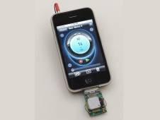 Ein NASA-Prototyp für Konzentration und chemische Erkennung, der an ein iPhone angeschlossen ist.