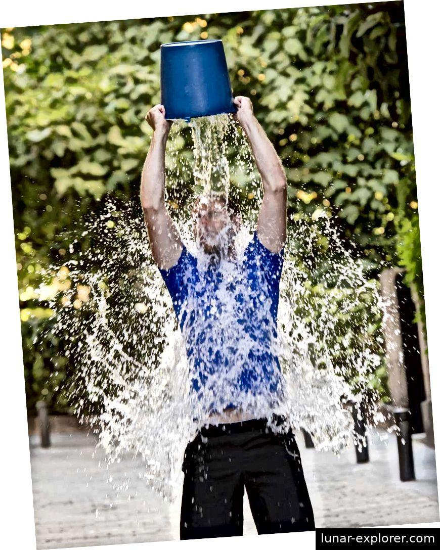 Die ALS Ice Bucket Challenge war ein Internet-Phänomen, bei dem über 100 Millionen US-Dollar für Ressourcen und die Erforschung von ALS aufgebracht wurden.