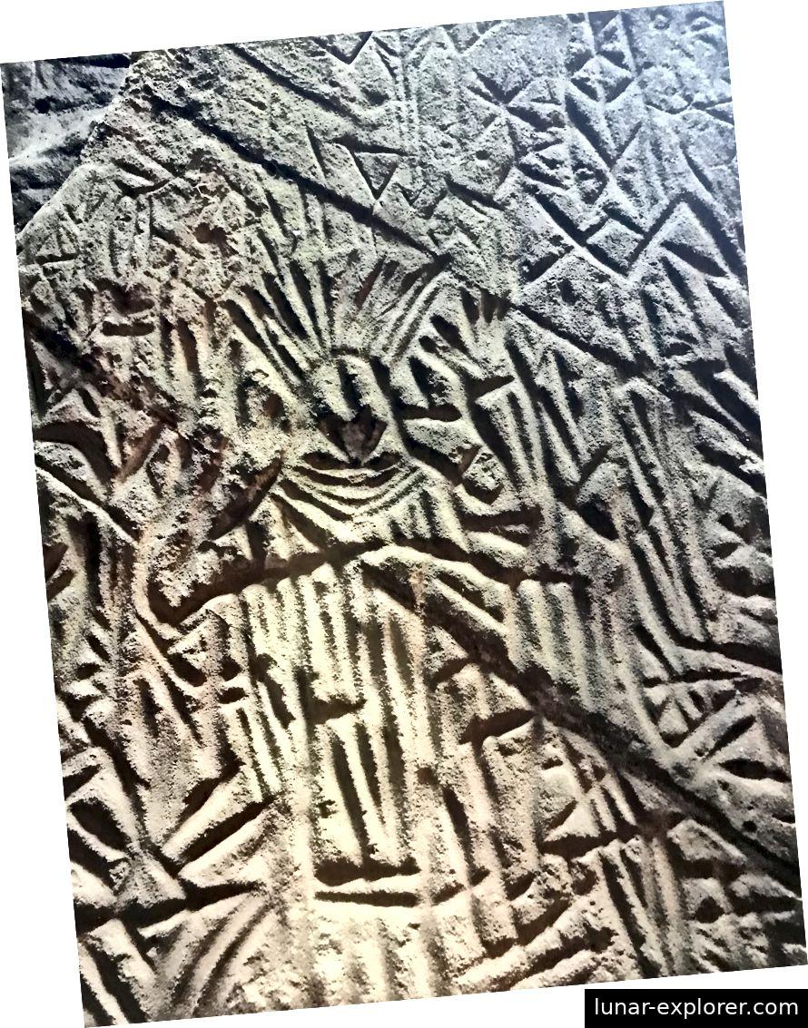 Petroglyphe von 4000 v. Chr. In den Edakkal-Höhlen in Wyanad, Kerala.