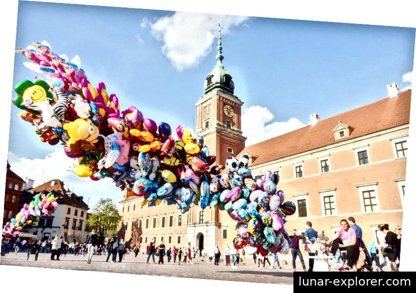 Helium wird weltweit am häufigsten zum Befüllen von Einwegballons verwendet, wie die hier in Warschau, Polen, gezeigten Anbieter zeigen. Es gibt einen globalen Heliummangel, und jede einzelne Verschwendung wie dieser verschlimmert das Problem nicht nur, sondern entfernt das verbrauchte Helium dauerhaft vollständig von der Erde. (Jaap Arriens / NurPhoto über Getty Images)