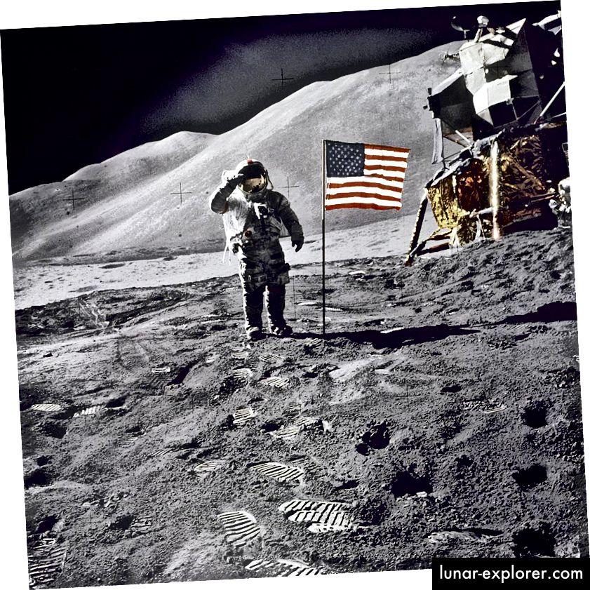 Der Astronaut David Scott begrüßt die amerikanische Flagge während der Apollo 15-Mission. Bildnachweis: NASA.