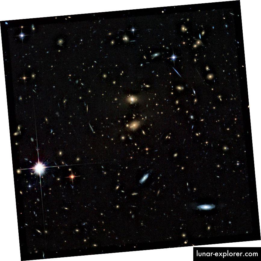 Galaxy-Cluster LCDCS-0829, wie vom Hubble-Weltraumteleskop beobachtet. Dieser Galaxienhaufen rast von uns weg und wird in nur wenigen Milliarden Jahren selbst bei Lichtgeschwindigkeit nicht mehr erreichbar sein. Bildnachweis: ESA / Hubble & NASA.