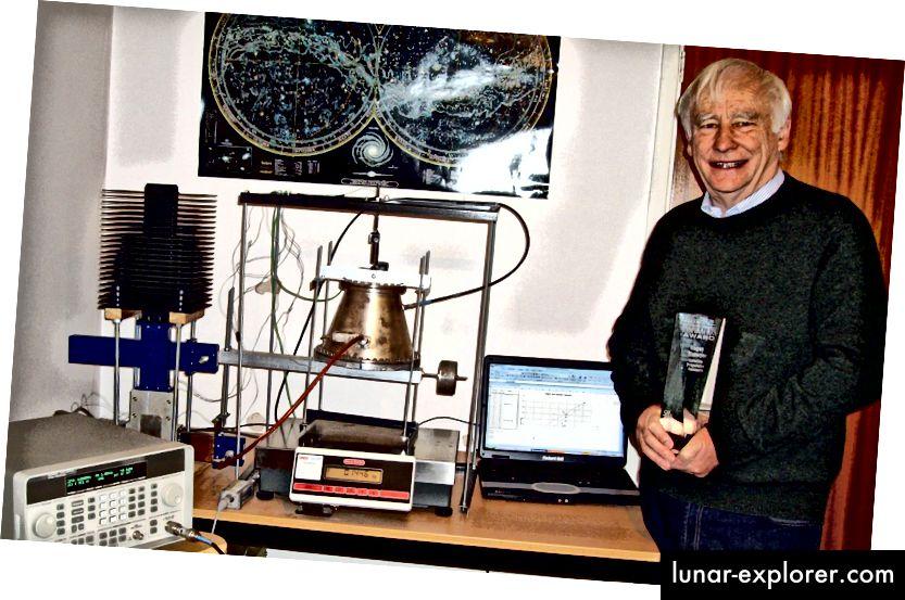 مخترع روجر شوير مع نموذج أولي له EMdrive. صورة الائتمان: روجر شوير ، أبحاث الدفع عبر الأقمار الصناعية المحدودة.