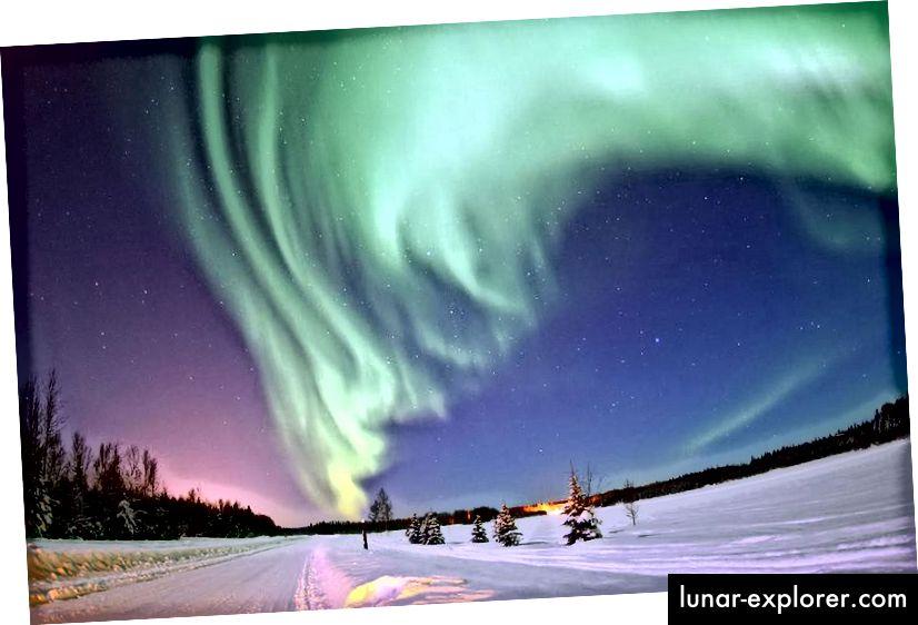 Die Aurora borealis ist ein solches vorübergehendes Merkmal, das vom Weltraum aus oder über die interstellaren Entfernungen gesehen werden kann. Bildnachweis: United States Air Force Foto von Senior Airman Joshua Strang.