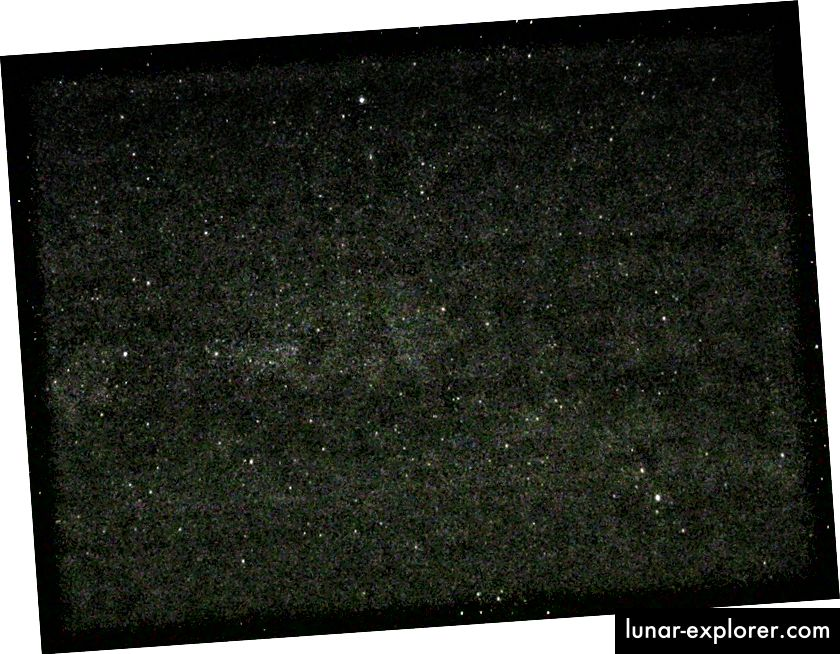 Das Sommerdreieck mit Deneb als hellem Stern links im Bild. Bildnachweis: Eric Teske unter einer CC-by-2.0-Lizenz über http://www.ericteske.com/2012/05/my-first-point-and-shoot-milky-way.html.