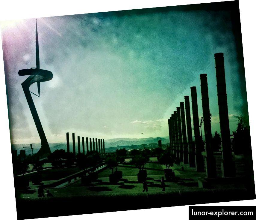 Dies ist ein klarer Beweis für eine fremde Zivilisation. Oder es ist der Park Olimpic und ein Kommunikationsturm in Barcelona. Bildnachweis: Ann Wuyts von flickr unter c.c.-by-2.0.