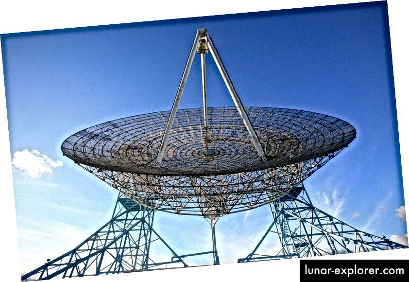 Ein massiver Sender könnte ein wahrnehmbares Funksignal von einem fremden Außenposten senden, aber in den Vorstellungen einiger könnte stattdessen ein optisches Signal vorhanden sein. Bildnachweis: Steve Jurvetson aus Menlo Park, USA.