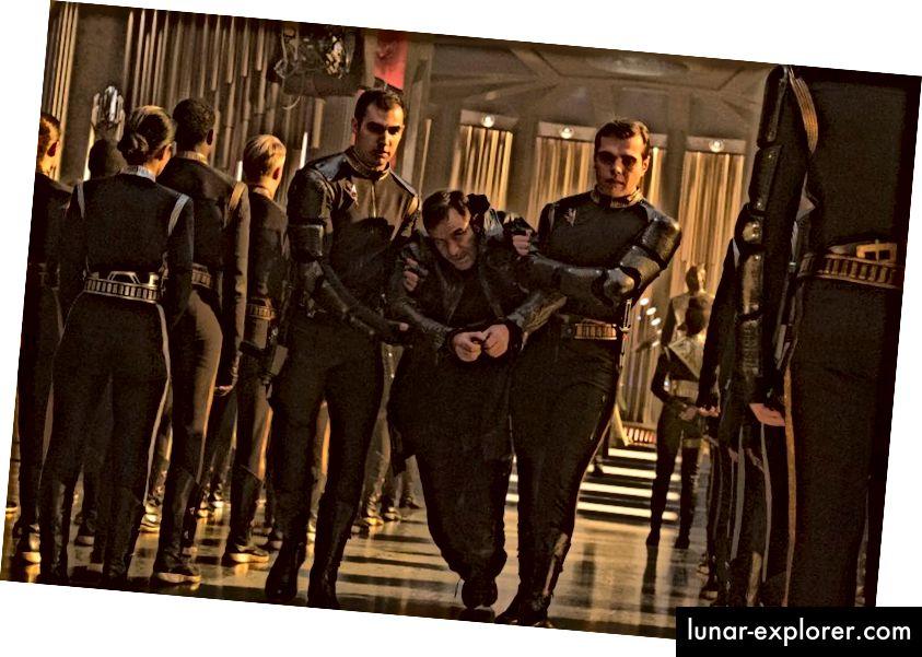Lorca wurde in Ketten weggeführt und zur Folter zu den Agonizern geschickt. Die Vorkehrungen des Kaisers reichten jedoch bei weitem nicht aus. Bildnachweis: Ben Mark Holzberg / CBS © 2017 CBS Interactive.