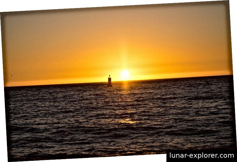 Wenn Sie die richtige Kombination aus Entfernung und Höhe über dem Meeresspiegel gefunden haben, können Sie mit einer auf dem Meer schwimmenden Boje die Größe der Erde berechnen. Bildnachweis: Max Pixel / FreeGreatPicture.com.