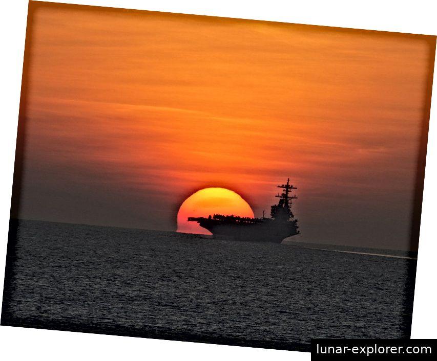 Es muss keine Boje sein, aber wenn der Grund eines Objekts direkt am Horizont des Ozeans sichtbar ist, können Sie anhand dieser Entfernung und der Höhe Ihrer Augen die Größe der Erde berechnen. Bildnachweis: Skeeze von Pixabay.