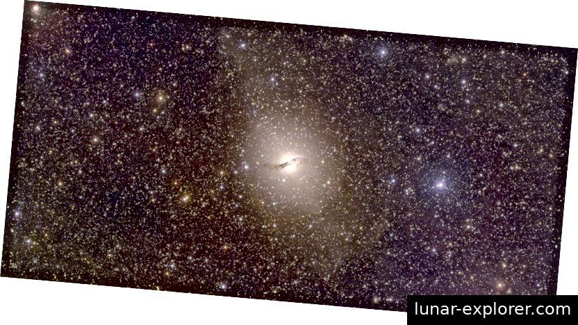 المجرة Centaurus A (وسط). كريستيان وولف و SkyMapper فريق / الجامعة الوطنية الاسترالية