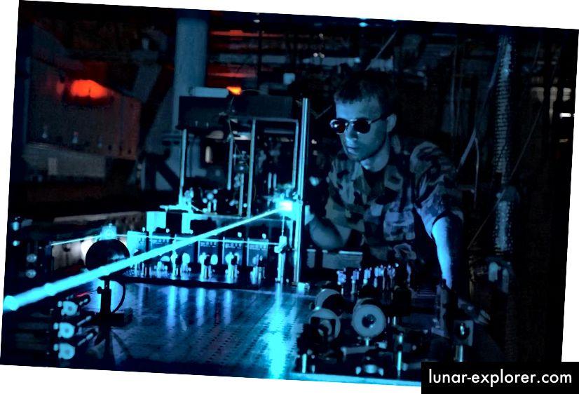 Experimente mit Tischlasern haben möglicherweise nicht die höchste Energieausbeute für Laser, aber sie können selbst die Laser übertreffen, die zur Zündung der Kernfusion verwendet werden, was die Leistung anbelangt. Könnte das Quantenvakuum endlich nachgeben? Bildnachweis: US Air Force.