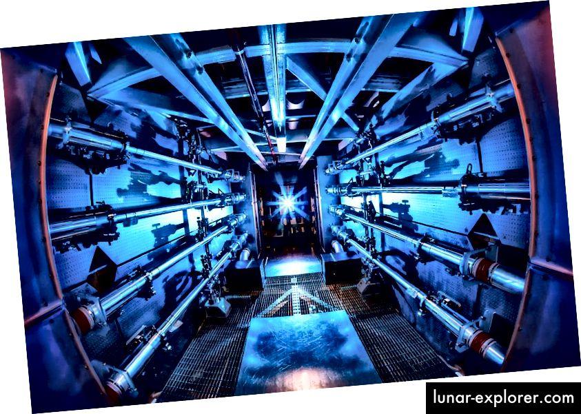 Die Vorverstärker der National Ignition Facility sind der erste Schritt zur Erhöhung der Energie von Laserstrahlen auf dem Weg zur Zielkammer. Im Jahr 2012 erzielte NIF einen Schuss von 0,5 Petawatt und erreichte damit einen Spitzenwert von 1.000-mal mehr Leistung, als die USA zu jedem Zeitpunkt verbrauchen. Bildnachweis: Damien Jemison / LLNL.