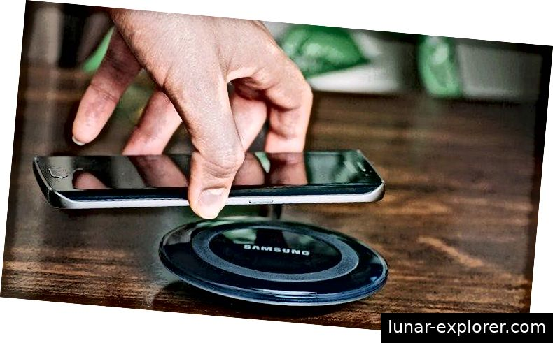 Von: http://techlife.samsung.com/6-times-wireless-charging-comes-handy-1557.html