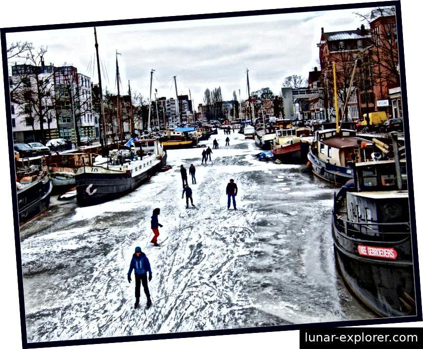 Im Jahr 2012 waren die Kanäle in den Niederlanden fest genug gefroren, dass die Zivilbevölkerung auf ihnen Schlittschuh laufen konnte. Dies ist jedoch nicht die Art und Weise, wie niederländische Olympioniken trainieren, da dieses Einfrieren seit sechs Jahren nicht mehr stattgefunden hat. (Bert Kaufmann / flickr)