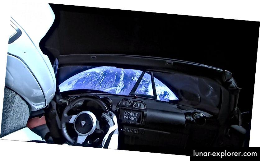 Tesla Roadster Elona Muska i njegov lažni vozač, starman, napuštaju Zemlju ubrzo nakon što su 6. veljače 2018. lansirali na top SpaceX-ove rakete Falcon Heavy.