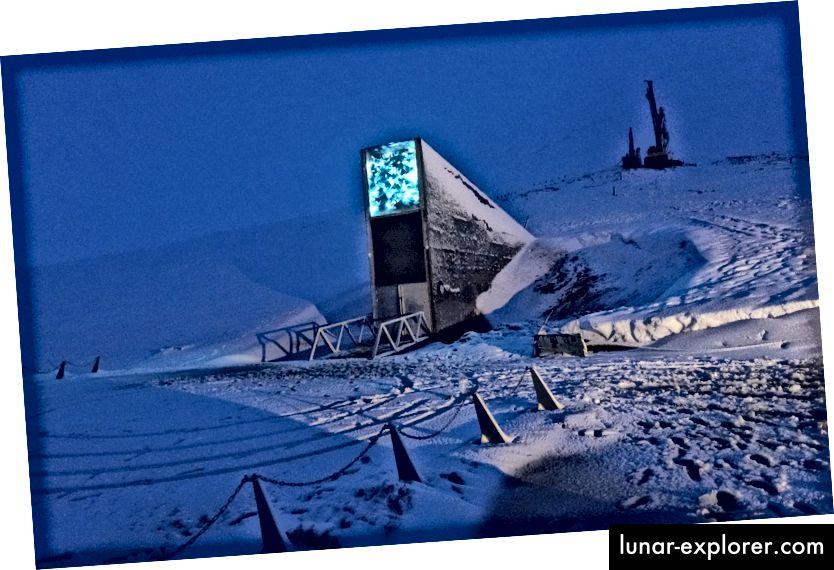 تحيط الثلوج بمدخل سفالبارد العالمي للبذور في سفالبارد. الصورة: إيفار كفال لصالح بلومبرج بيزنس ويك