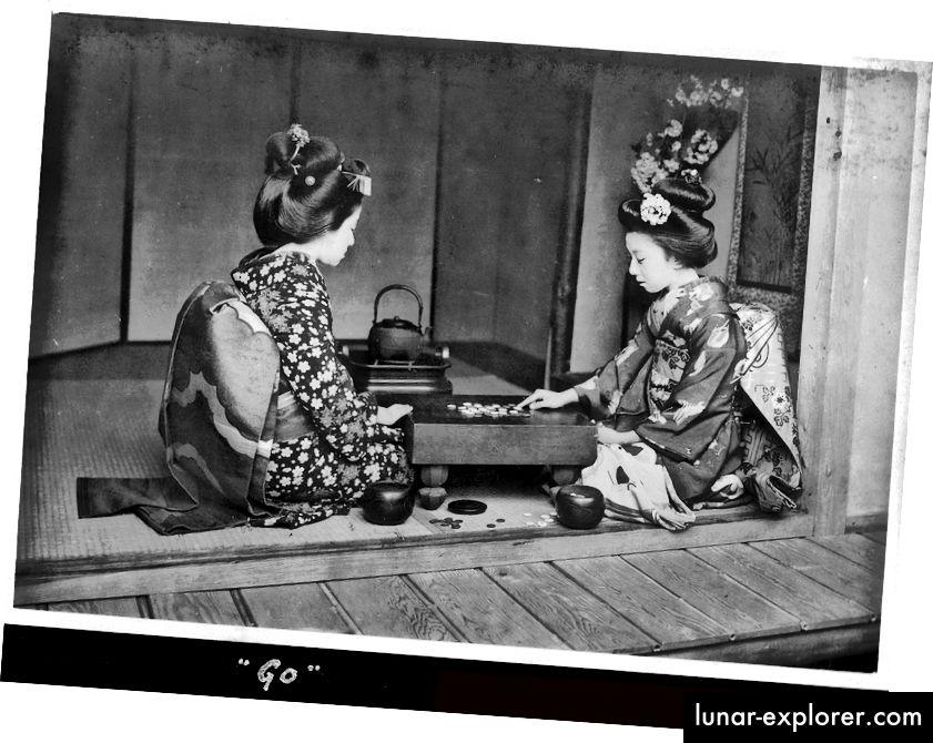 Fotografija dviju japanskih žena kako igraju Go, smještena ovdje za slučaj da vam je već dosadilo gledanje dugih ploča teksta.