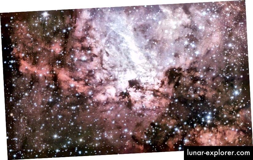 Maglica Omega, poznata i kao Messier 17, intenzivno je i aktivno područje formiranja zvijezda, gledano preko ruba, što objašnjava njen prašnjav i poput snopa. (ESO / VST istraživanje)