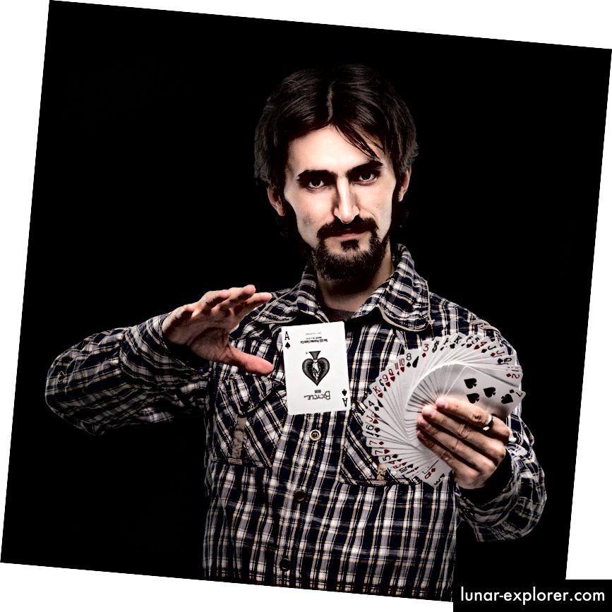 Na slici: Biohaker razine 5, s posebnom sposobnošću 'kartica'