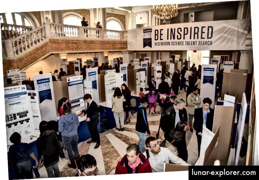 Die Finalisten der Regeneron Science Talent Search 2018 präsentieren ihre Forschungsergebnisse am 11. März 2018 im Nationalen Museum für Frauen in den Künsten in Washington, DC, der Öffentlichkeit.