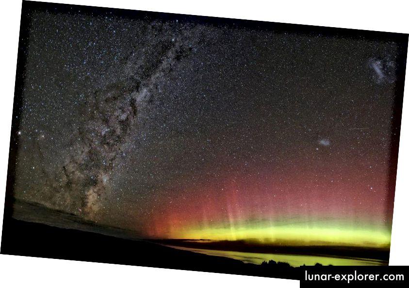 Eine mehrfarbige Aurora, die mit der Milchstraße über Neuseeland gezeigt wird, ist möglich, wenn ankommende geladene Teilchen auf verschiedene Schichten und Elemente in der Atmosphäre treffen. (Ben (seabirdnz) von flickr)