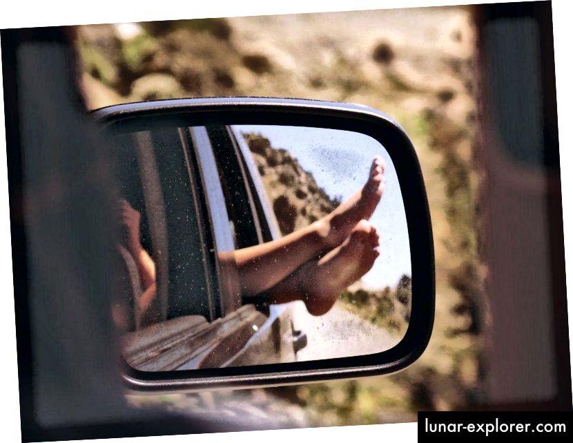 Wenn Sie Ihre Gliedmaßen aus einem fahrenden Auto herausstrecken, spüren Sie eine Kraft, wenn die Luft vorbei rauscht. Wenn Sie Ihre Geschwindigkeit verdoppeln, vervierfacht sich die Kraft. Wenn Sie sich jedoch relativ zur Luft ausruhen, werden Sie überhaupt keine Gewalt erfahren. (PXHERE / FOTONUMMER 151399)