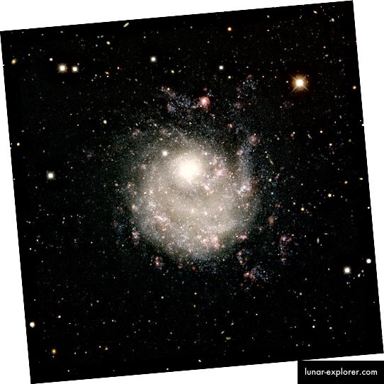NGC 5474: Patuljasta galaksija u glavnom zviježđu Ursa. Kreditna slika: ESA / Hubble i NASA