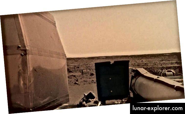 Salah satu gambar pertama dari permukaan Mars yang dikirim kembali oleh InSight, tetapi misi sebenarnya adalah yang lebih dalam