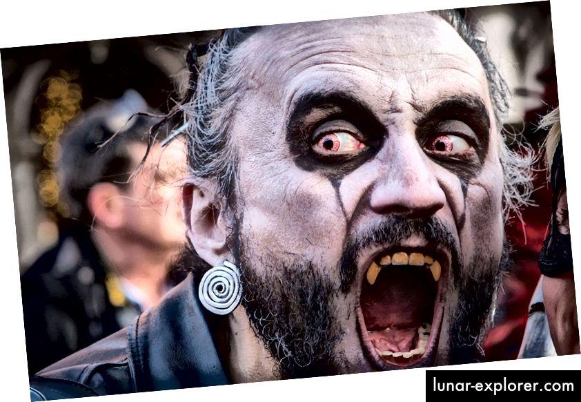 Berdandan sebagai vampir: Menyenangkan, sesekali. Menanamkan diri Anda dengan darah muda: Menyeramkan.